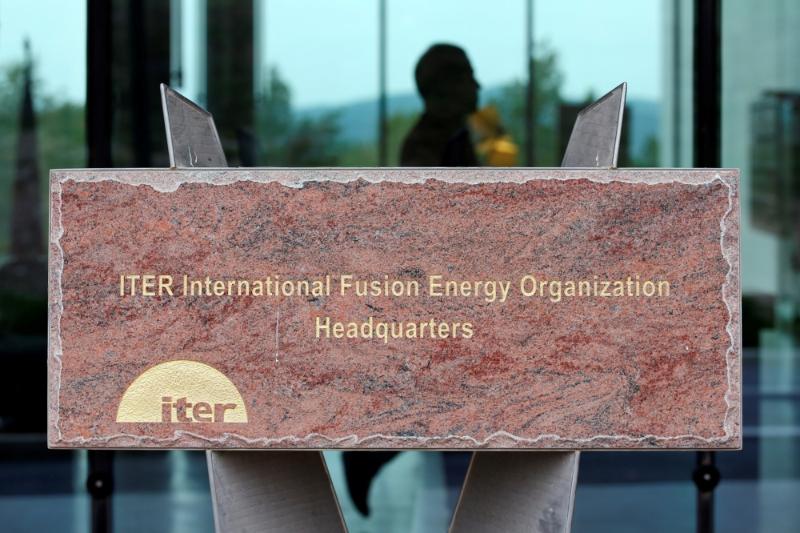 Stèle du site de l'ITER de Caravache, à Saint-Paul-lez-Durance, dans les Bouches-du-Rhône.